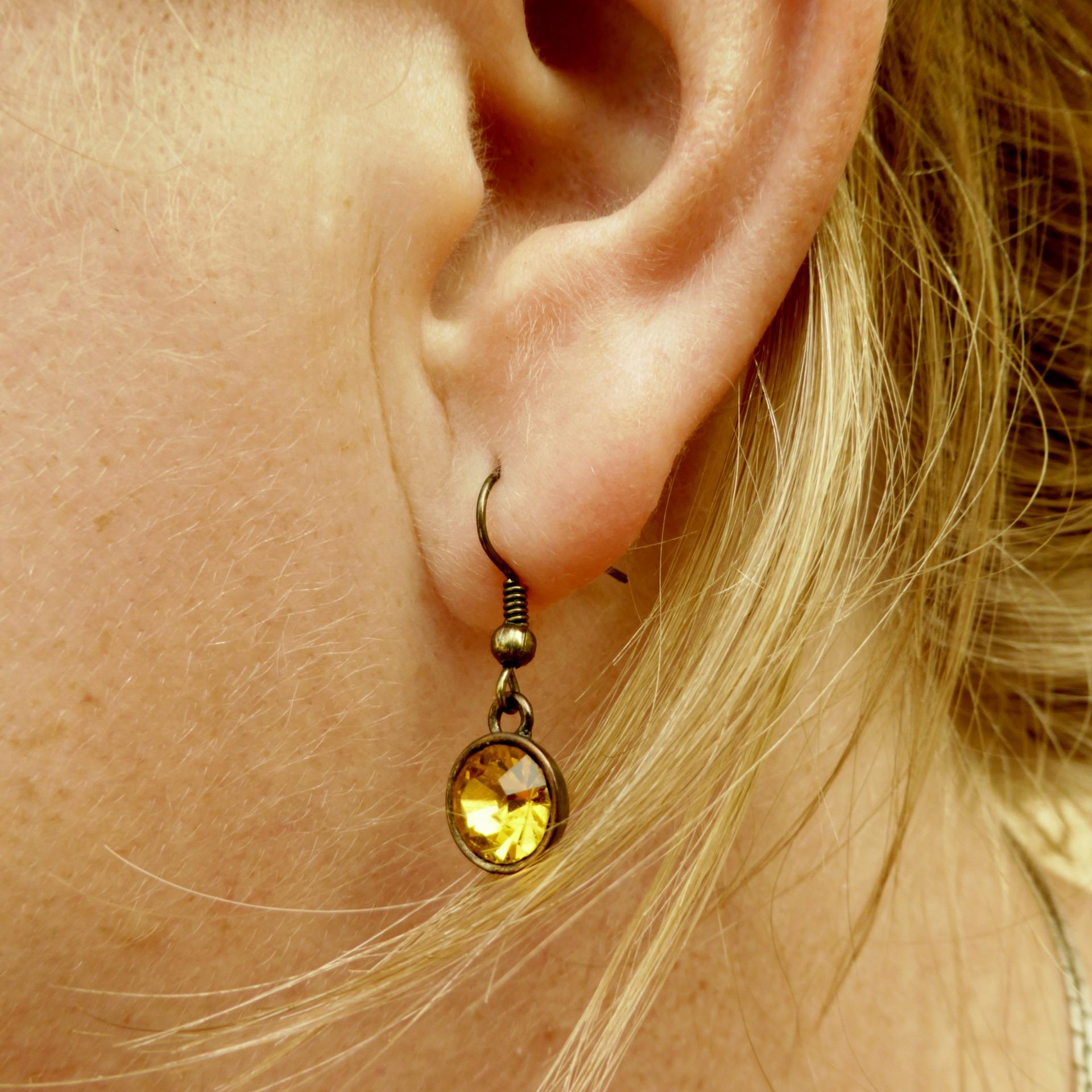 ear-1062075_1920