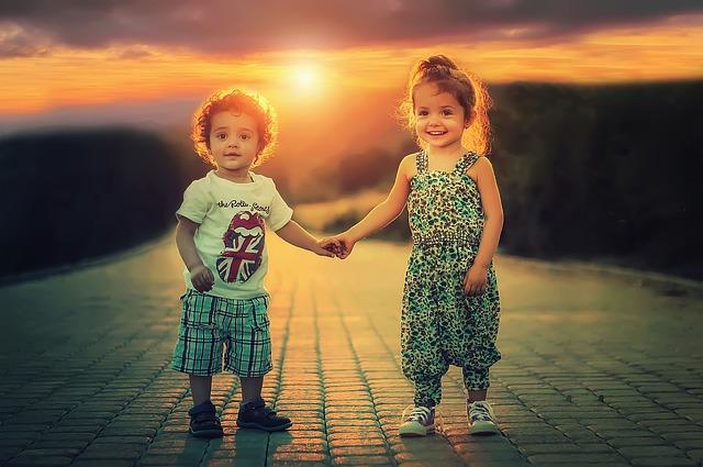 děti a západ slunce